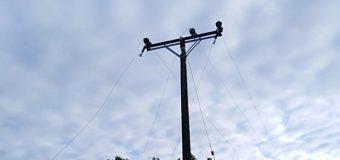 Aparato aéreo golpeó tendido eléctrico en Pucura y dejó casi 200 clientes sin suministro