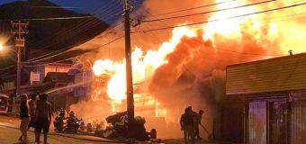 Otro gigantesco incendio afectó ahora el centro comercial de Coñaripe