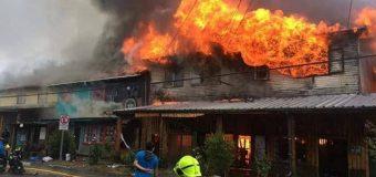 Una veintena de damnificados dejó el devastador incendio en el centro de Panguipulli