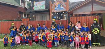 Enseñan a alumnos de Escuela Especial de Lenguaje Rayito de Luz cómo actuar ante una emergencia