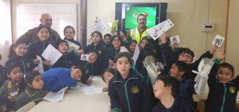 Carabineros de Liquiñe comparten consejos de seguridad vial con estudiantes