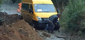 Fiscalizan a empresa cuyos trabajos obstaculizaron el tránsito a furgón escolar en Curihue