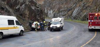 Vehículo con dos ocupantes se accidentó en Pte Llanquihue, en las cercanías de Choshuenco