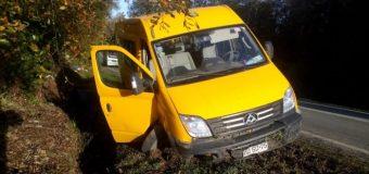 Evalúan demandar a Vialidad tras accidente de furgón escolar en Panguipulli