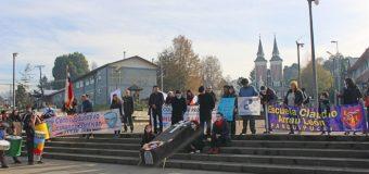 """100 Docentes participaron del """"funeral"""" de la educación pública en Panguipulli"""