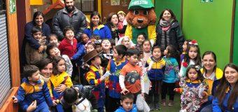 """Escuela Rayito de Luz recibió a """"Forestín"""" en su cumpleaños"""