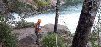 Joven turista se mantiene desaparecido tras caer a Río Liquiñe