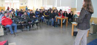 Estudiantes del Liceo de Excelencia PHP Pullinque aprenden sobre uso de químicos en praderas