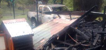 Vivienda y camioneta fueron consumidas tras incendio en Pucura Alto