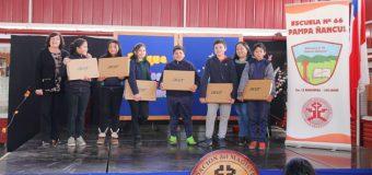 Escuela Pampa Ñancul entregó notebooks a estudiantes