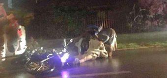 Choque entre motocicleta y camioneta en la ciudad dejó a un joven con riesgo vital