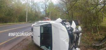 Conductor resultó ileso tras volcadura en Pucura