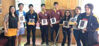 Estudiantes del Liceo Bicentenario de Excelencia PHP Pullinque reciben tablet como incentivo