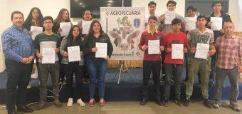 Estudiantes del Liceo de Excelencia PHP Pullinque obtienen número de registro de inseminador de la Uach