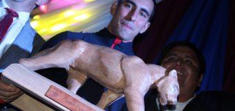 "Fisicoculturista ganó el premio deportivo ""Espíritu del Puma"" 2019"