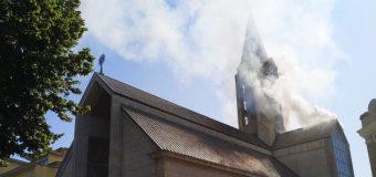 Fiscalía descarta que incendio en Catedral valdiviana fuera intencional