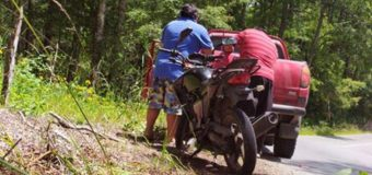 Joven resultó con lesiones graves tras accidente en moto, en Playa Monje