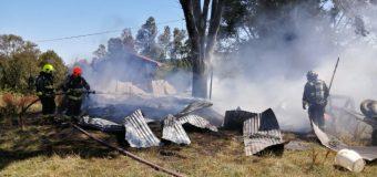 Al menos dos damnificados dejó incendio en Los Tallos Bajos