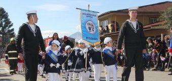 Escuela Rayito de Luz entrega saludo a uniformados de la Armada previo a su día