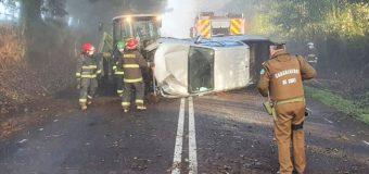 Conductor resultó con lesiones leves tras volcar su todo terreno en las cercanías de Panguipulli