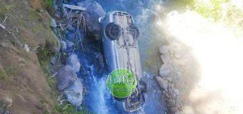 Mujer salva ilesa tras caer vehículo a un río en las cercanías de Coñaripe