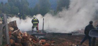Incendio destruyó galpón en las cercanías de Liquiñe