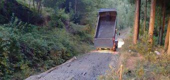 20 Familias se unieron para reparar por su cuenta camino vecinal en Carranco