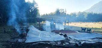 Acusan intencionalidad: Incendio destruyó ruka mapuche en predio en recuperación en Coñaripe