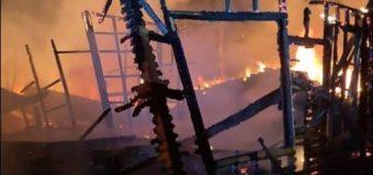 Una mujer y un niño quedaron damnificados por incendio en Huerquehue