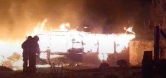 Una explosión causó el incendio que destruyó una vivienda en Lago Neltume