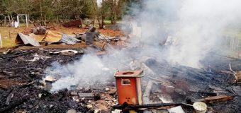 Piden ayuda para adulto mayor que lo perdió todo tras incendio en Puyehue