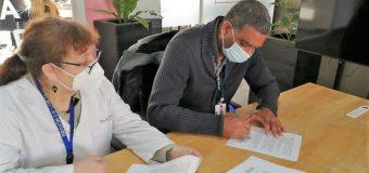 Firman convenio para reforzar vigilancia antirrábica en Panguipulli