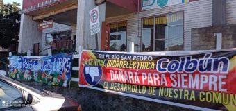 Opositores al Proyecto de Colbún en Panguipulli se manifestaron durante presentación y valoraron rechazo de concejales
