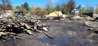Labocar investigará incendio industrial que dejó millonarias pérdidas en barraca en Panguipulli